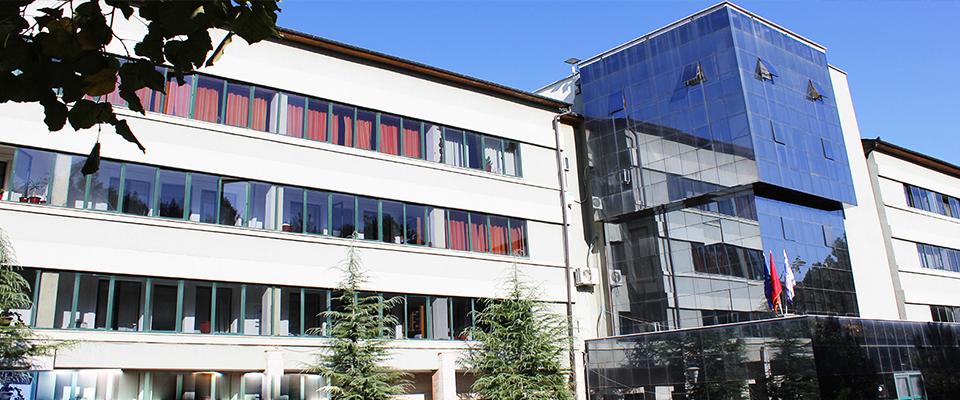 Ngujohen edhe studentët e Fakultetit Ekonomik në Korçë