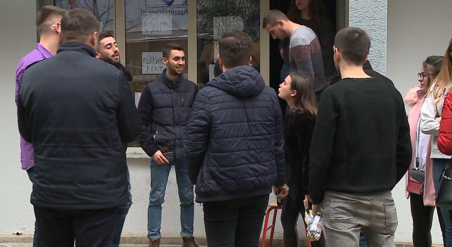 Bllokimi i fakultetit, Juridiku mësim në gjimnazet e Tiranës