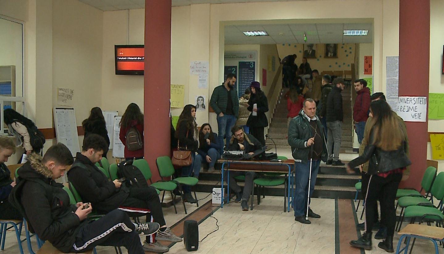 Pedagogët takim me ministren e Arsimit, nesër skadon afati