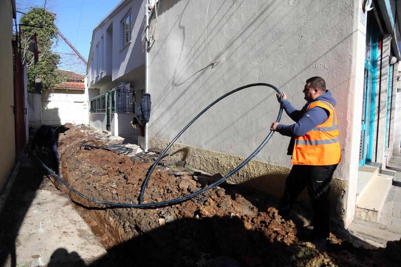 """Rruga """"Derhemi"""" në Tiranë me rrjet të ri ujësjellësi"""