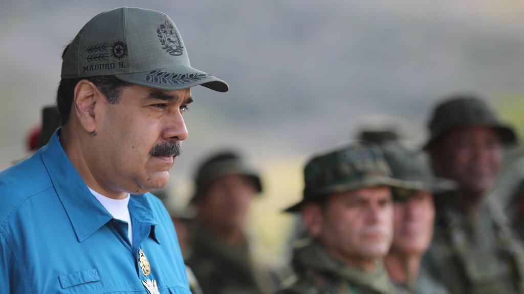 Maduro dërgon automjete të blinduara në kufi me Brazilin