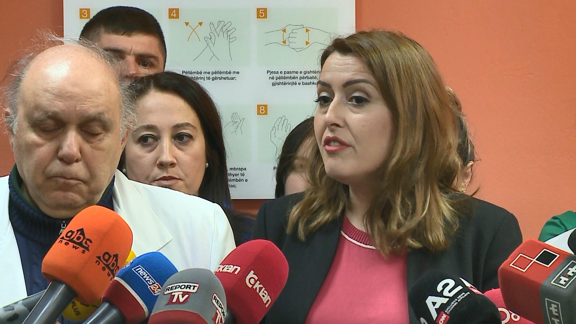 Shefat e shërbimeve në QSUT peng i ministres së Arsimit