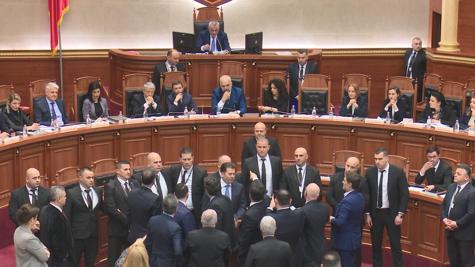 Garda dhe Policia procedojnë penalisht Plaokën pas incidentit në Kuvend