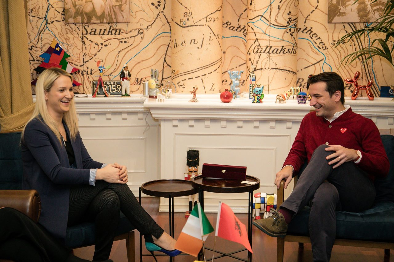 Veliaj-i-cili-priti-ne-nje-takim-ministren-e-Jashtme-per-Europen-te-Irlandes-Helen-McEntee-2-1280x853.jpg
