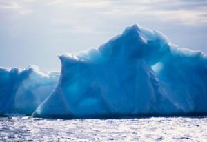 Rrezikon të shkëputet një ajsberg në Antraktidë