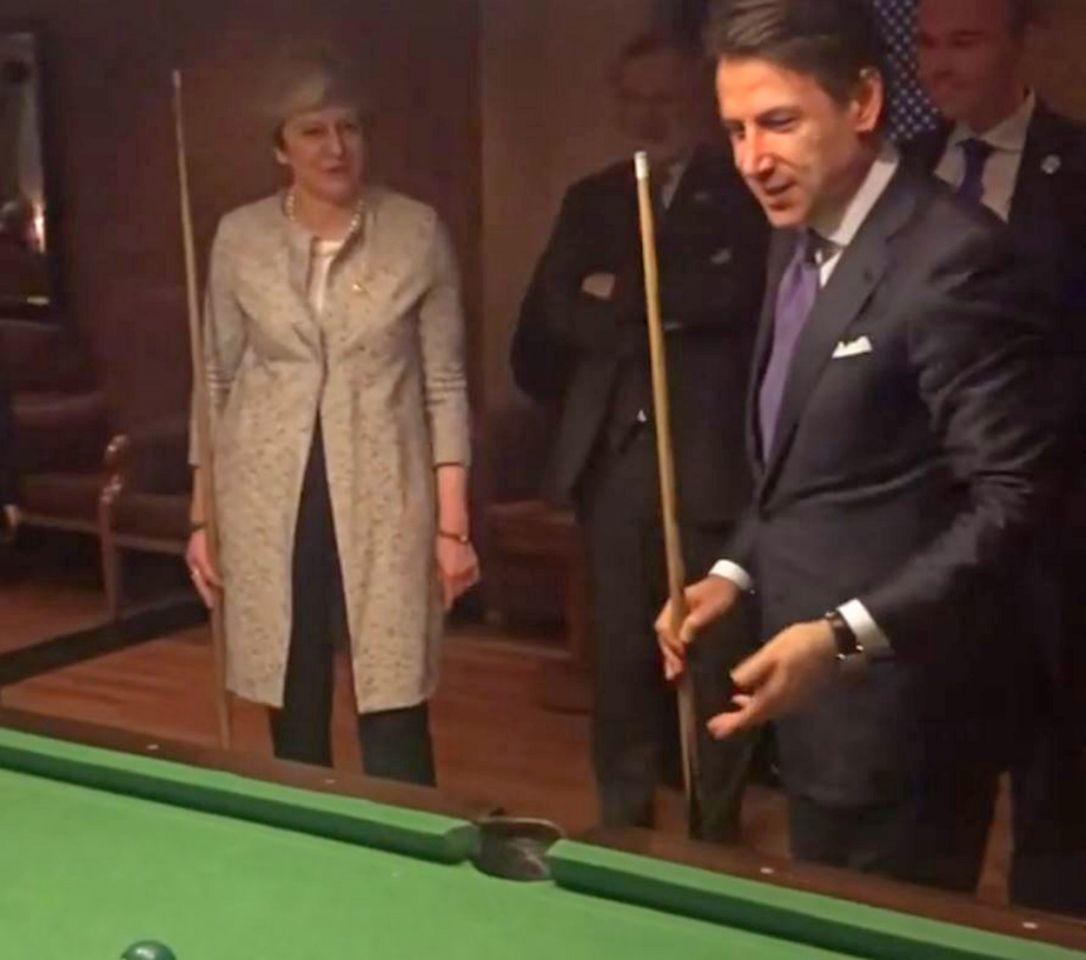 Një lojë bilardo mes Giuseppe Conte dhe Theresa May