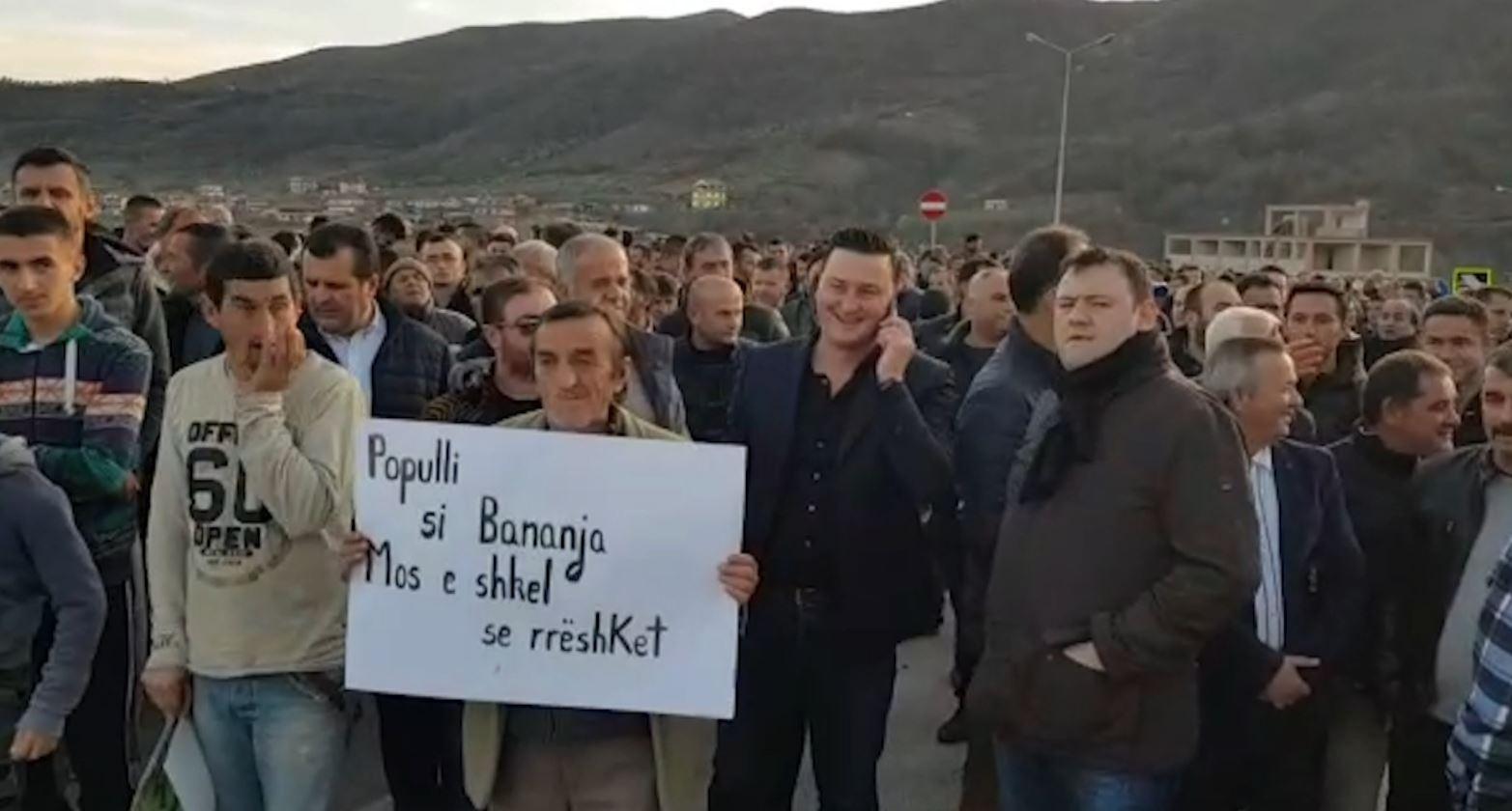 Protestat e opozitës vijojnë në Berat, Durrës dhe Elbasan