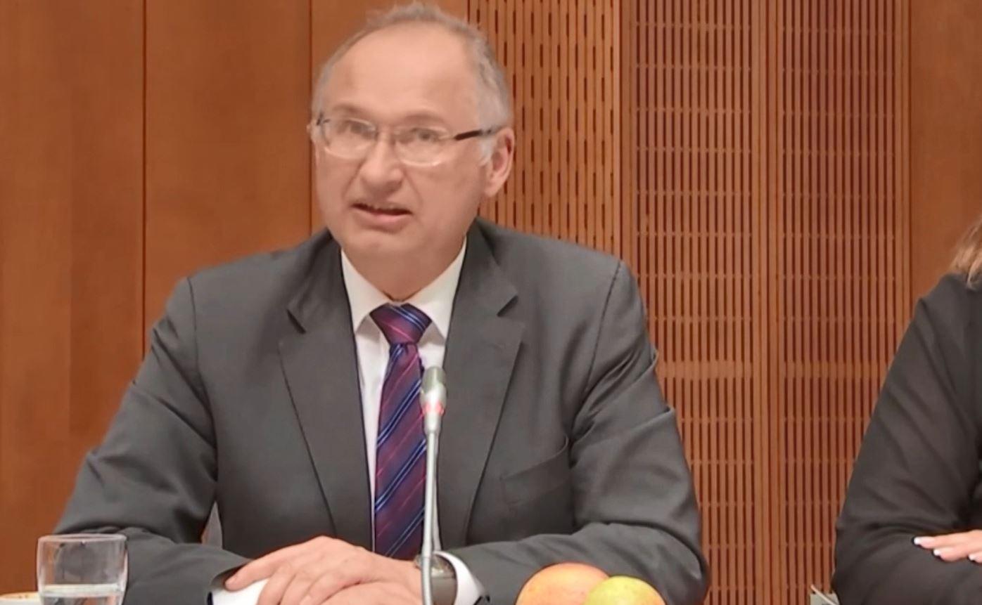 Deputeti slloven jep dorëheqjen për një sanduiç