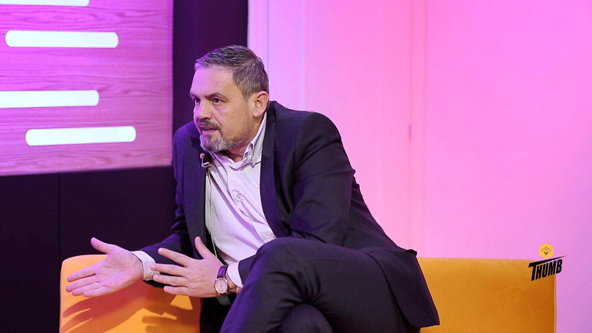 Si reagoi Alban Dudushi për ardhjen e Fevziut në Top Channel