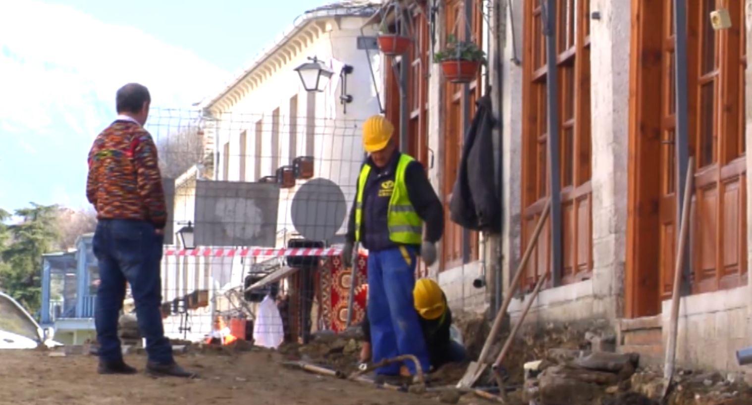 Zbulohen kalldrëmet e hershme në rrugicat e Gjirokastrës