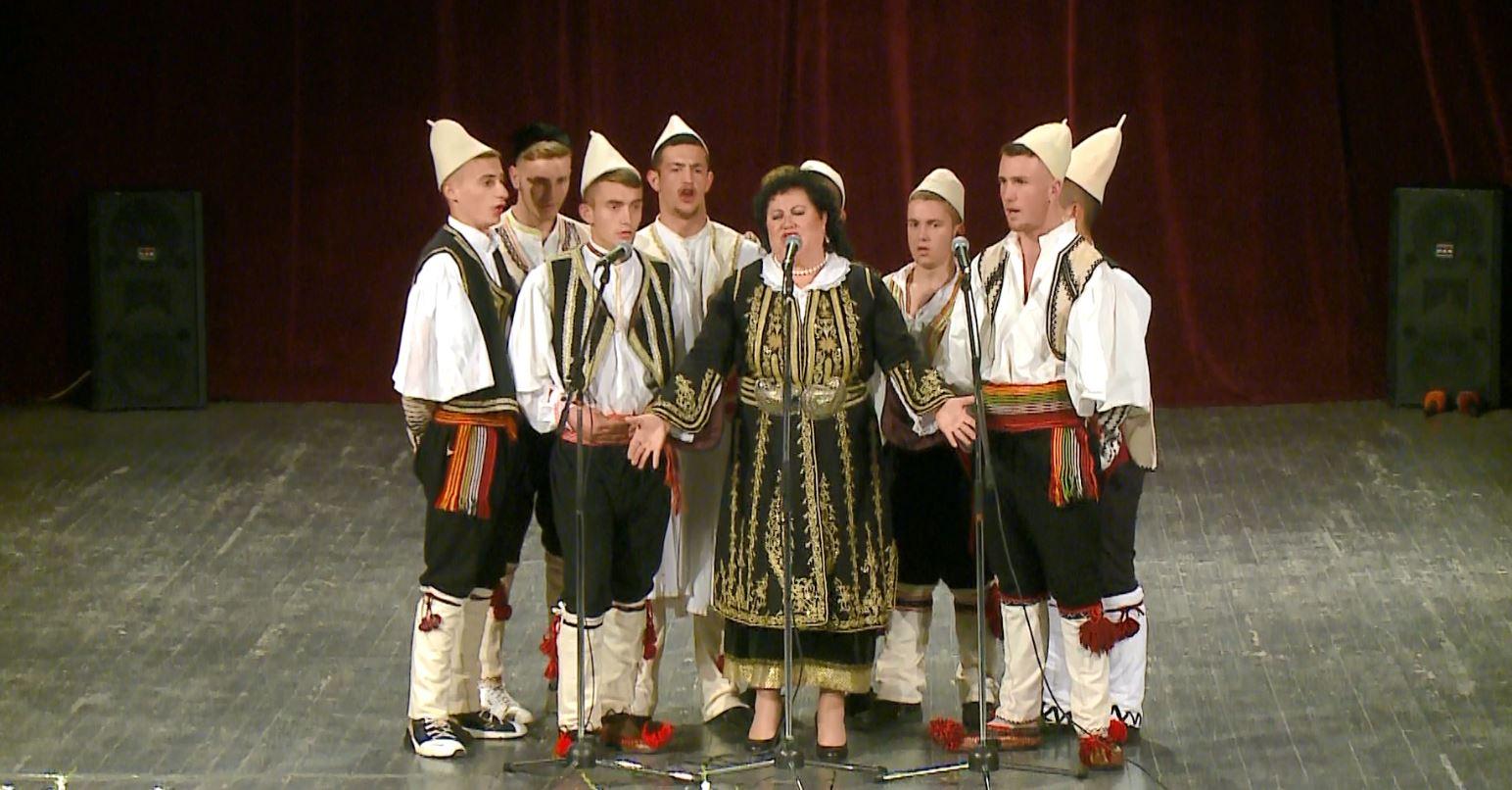 """Koncerti """"Ruaj traditën, festo shqip"""", bëri bashkë artistët"""