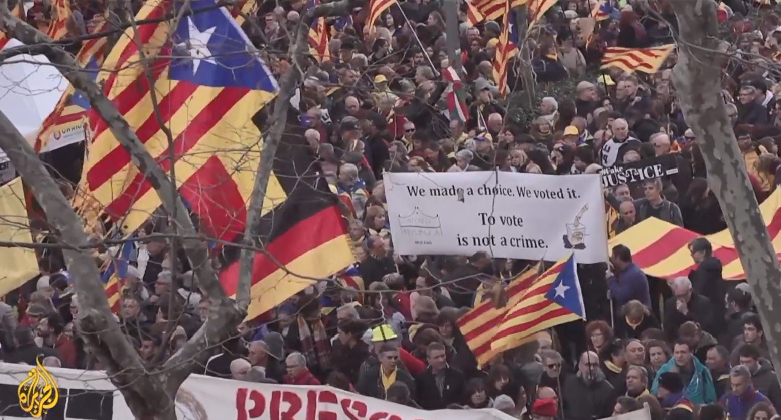 Protestuesit katalanas bllokojnë rrugën drejt Barcelonës
