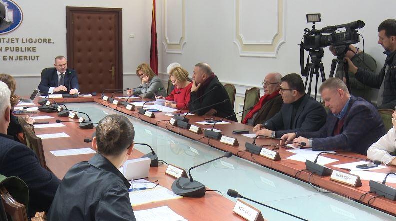 Komisioni i Ligjeve rrëzon dekretin e Presidentit Meta
