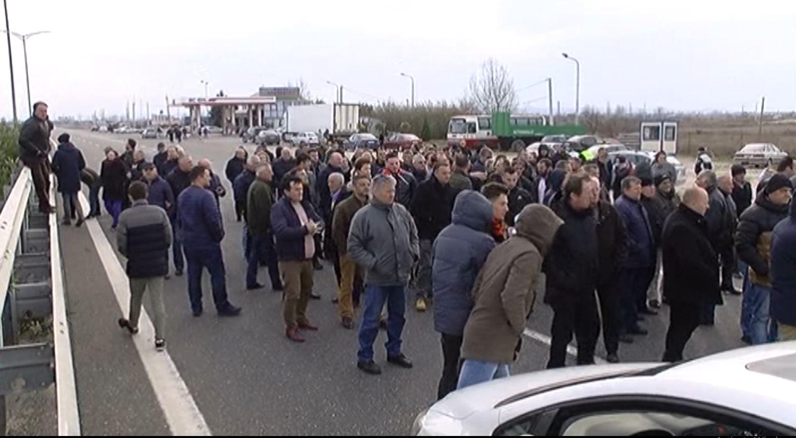 Protestat në rrethe, opozita bllokoi superstradën në Milot