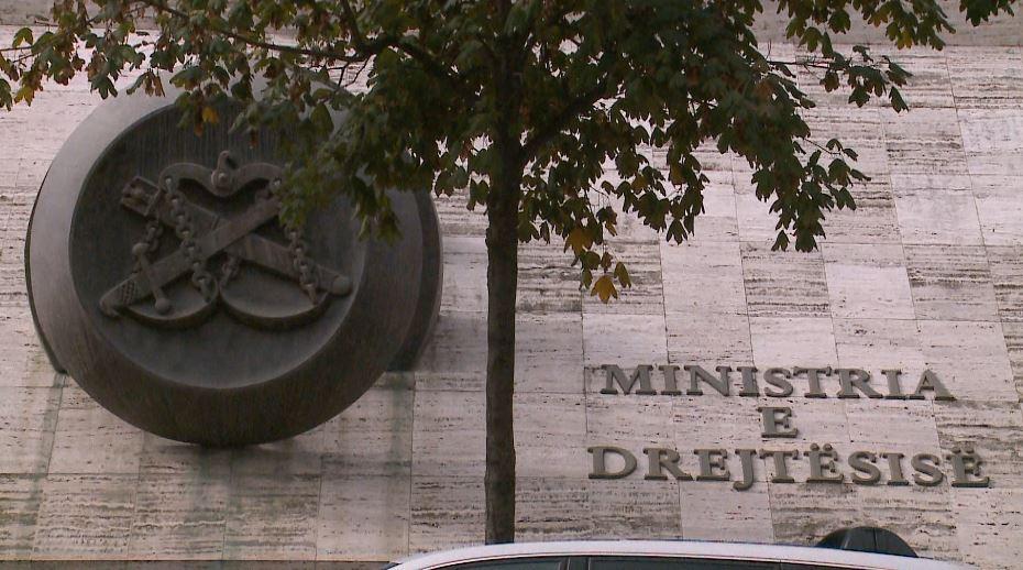 """""""Mëkatet"""" e zytarëve të Ministrisë së Drejtësisë"""