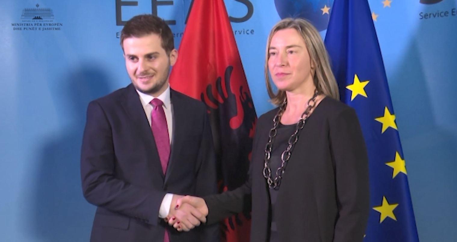 Mogherini takon Gent Cakajn: Përgjegjshmëri në këtë periudhë kyçe