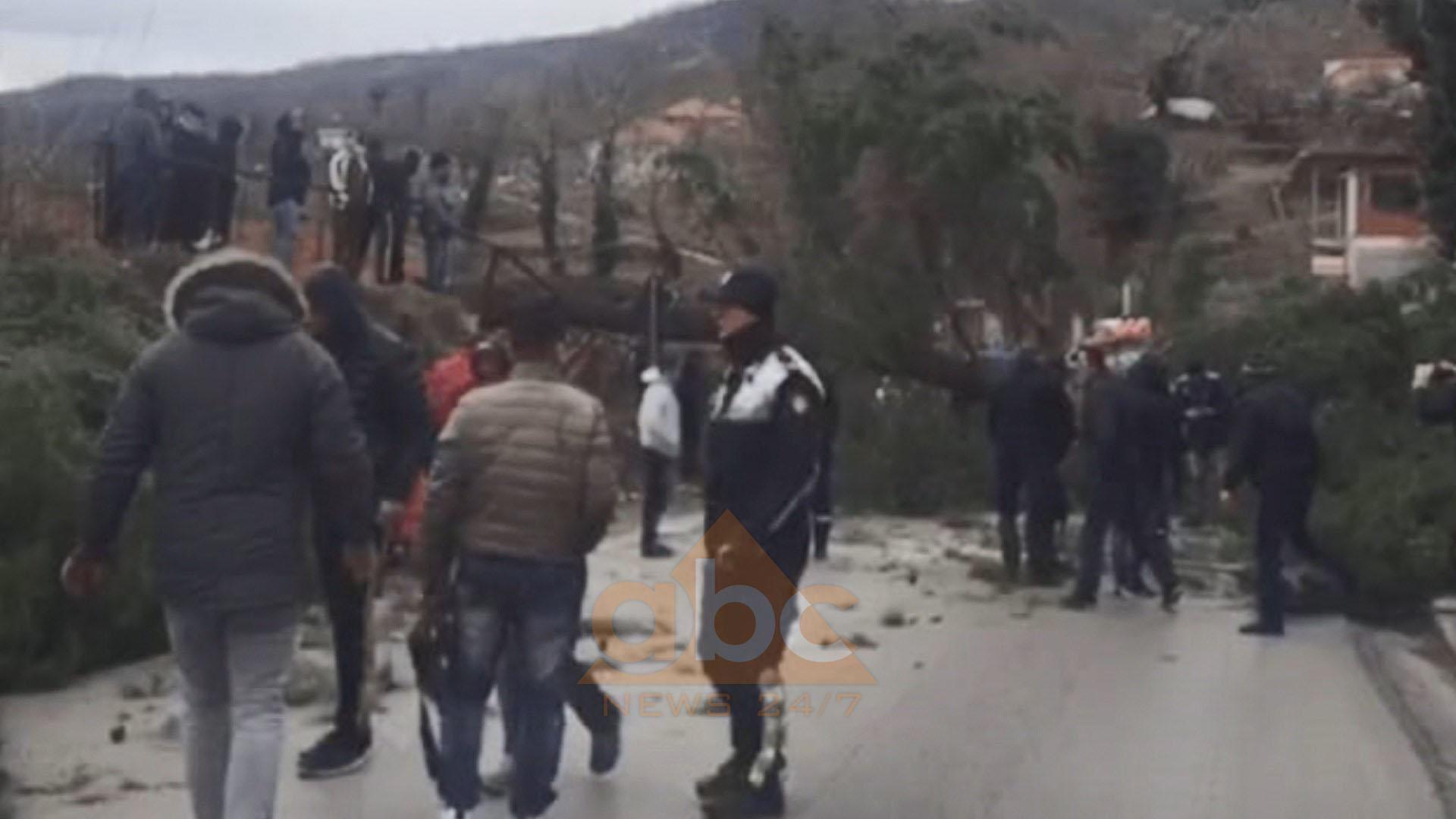 Rrëzohet pisha gjigande, bllokoi për disa orë rrugën Elbasan-Tiranë