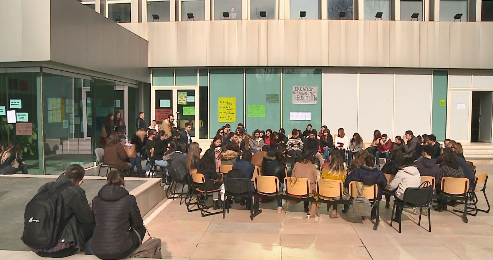 Studentët e Tiranës, pro dhe kundër bojkotit të mësimit