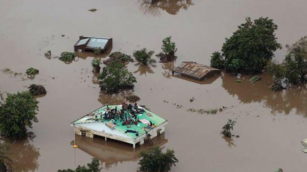 106064952_flood2afp.jpg
