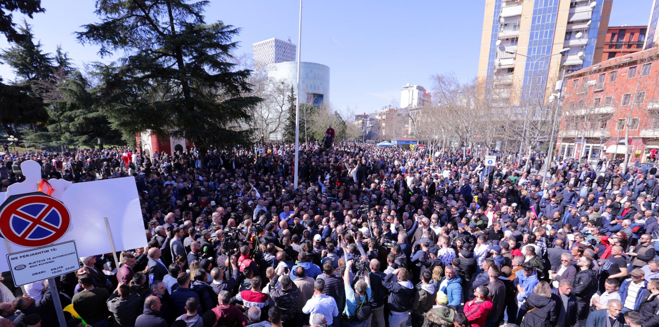 Seanca e të enjtes, opozita thërret protestë përpara Kuvendit