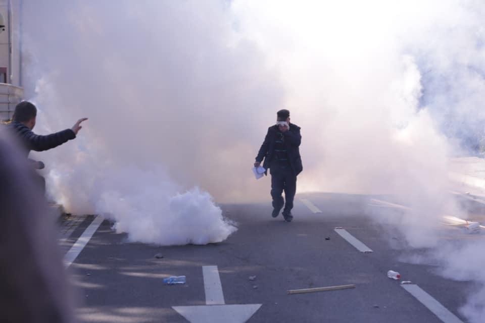 Policia ngre grupe hetimore, nisin shoqërimet e para të protestuesve