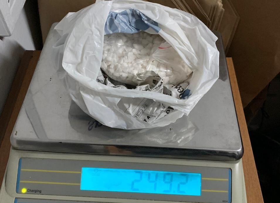 Shisnin kokainë tek klientët në Tiranë, ndalohen 5 persona