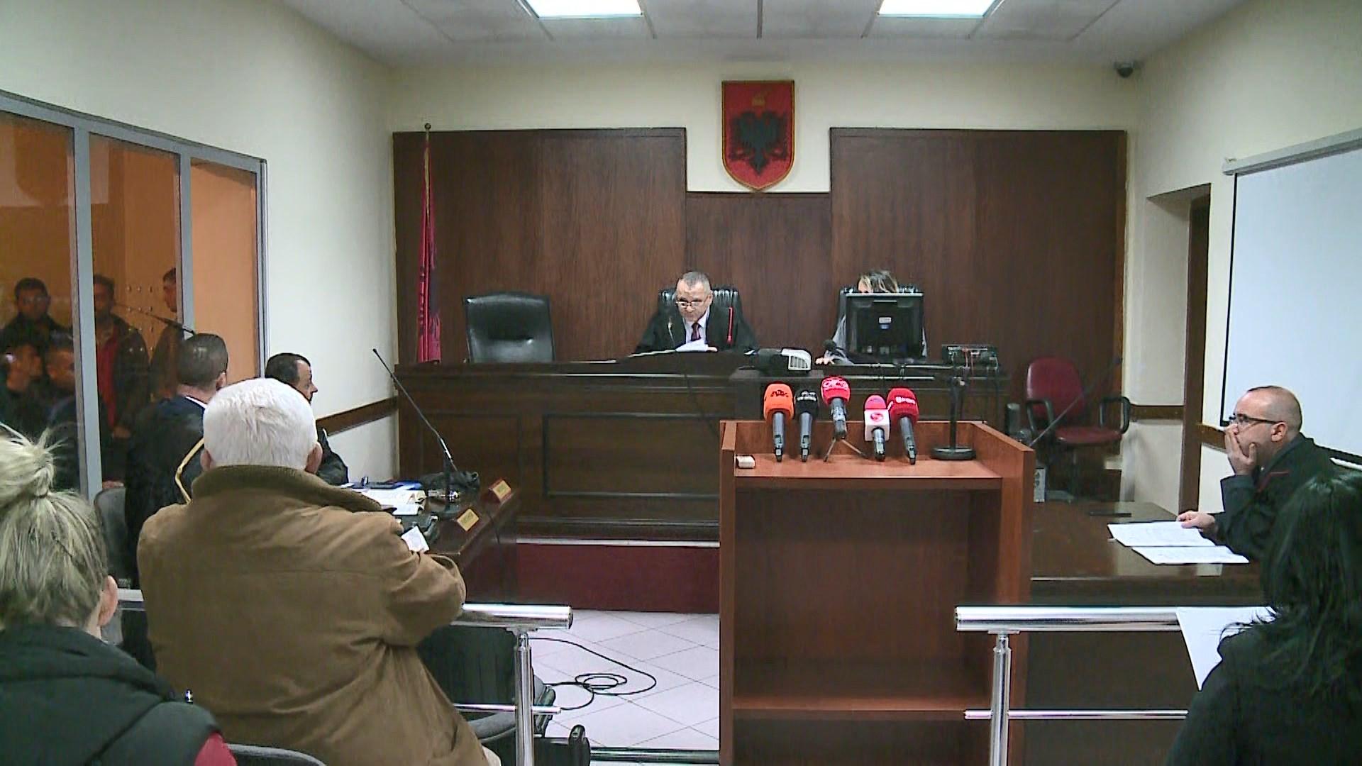 Protesta e opozitës para parlamentit, gjykata liron 8 të arrestuarit