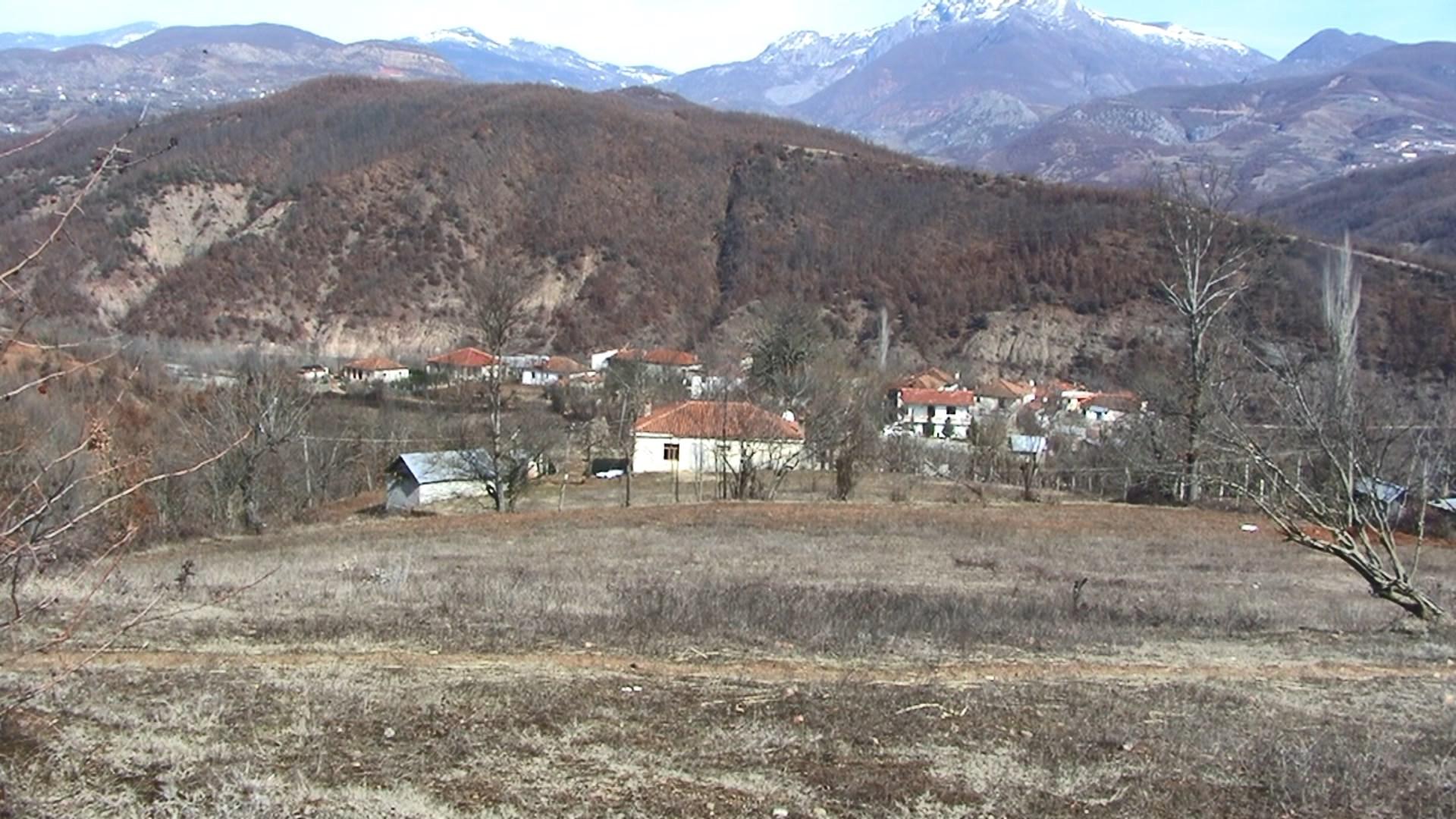 Kuturmani dikur një fshat me 300 shtëpi, sot i braktisur