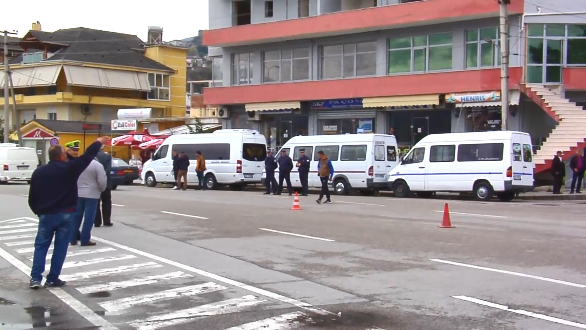 Protesta e autobusëve në Gjirokastër, udhëtarët mbeten në këmbë