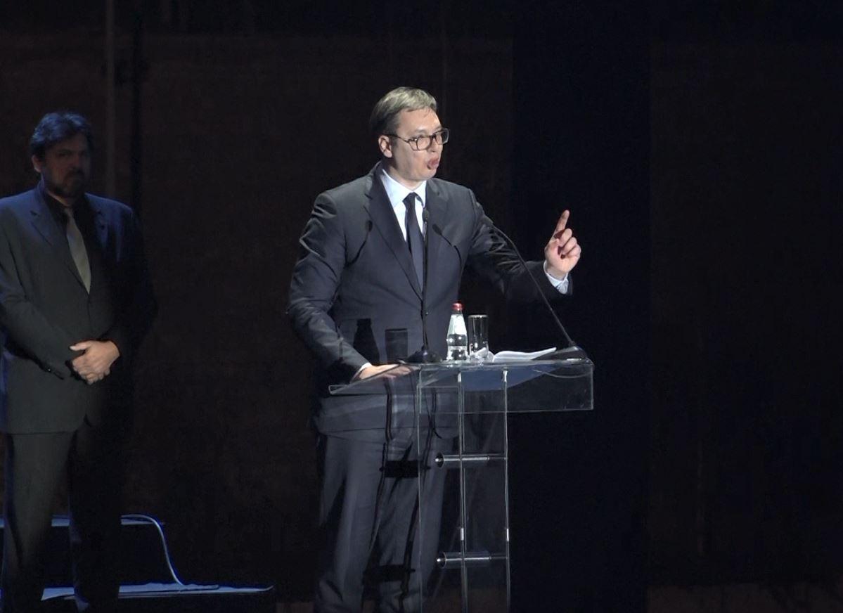 Serbët përkujtojnë bombardimet e NATO-s, Vuçiç në lot