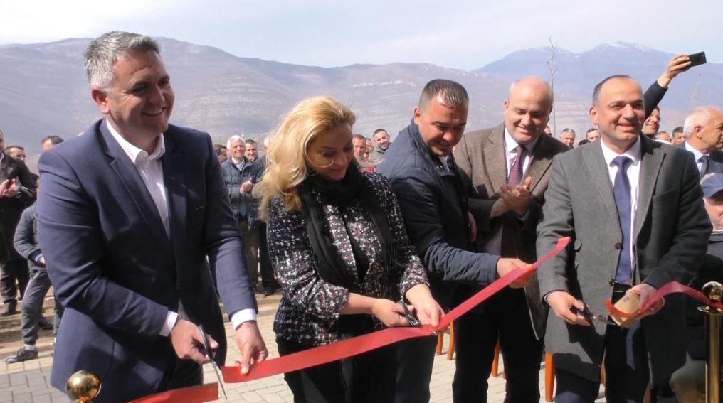 U hapën dyert në 1999, biznesmenët kosovarë ndihmojnë banorët e Kukësit