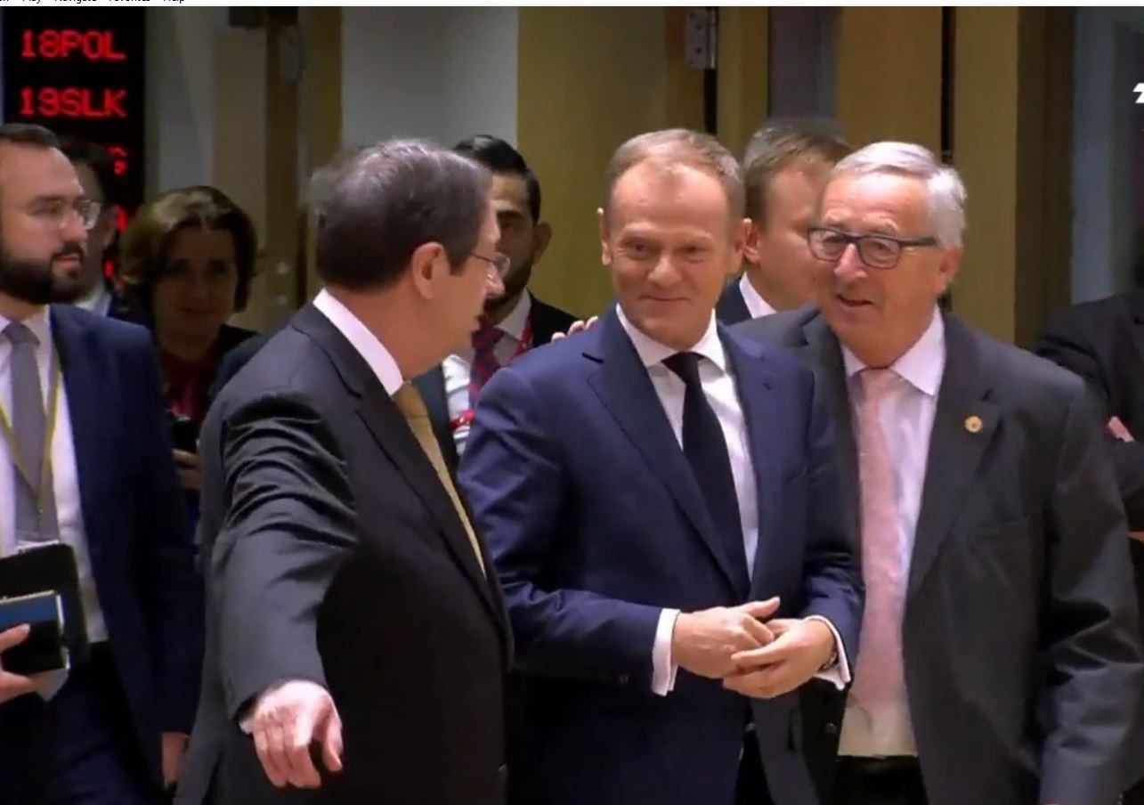 Brexit, Brukseli humb durimin: Topi në fushën e Britanisë