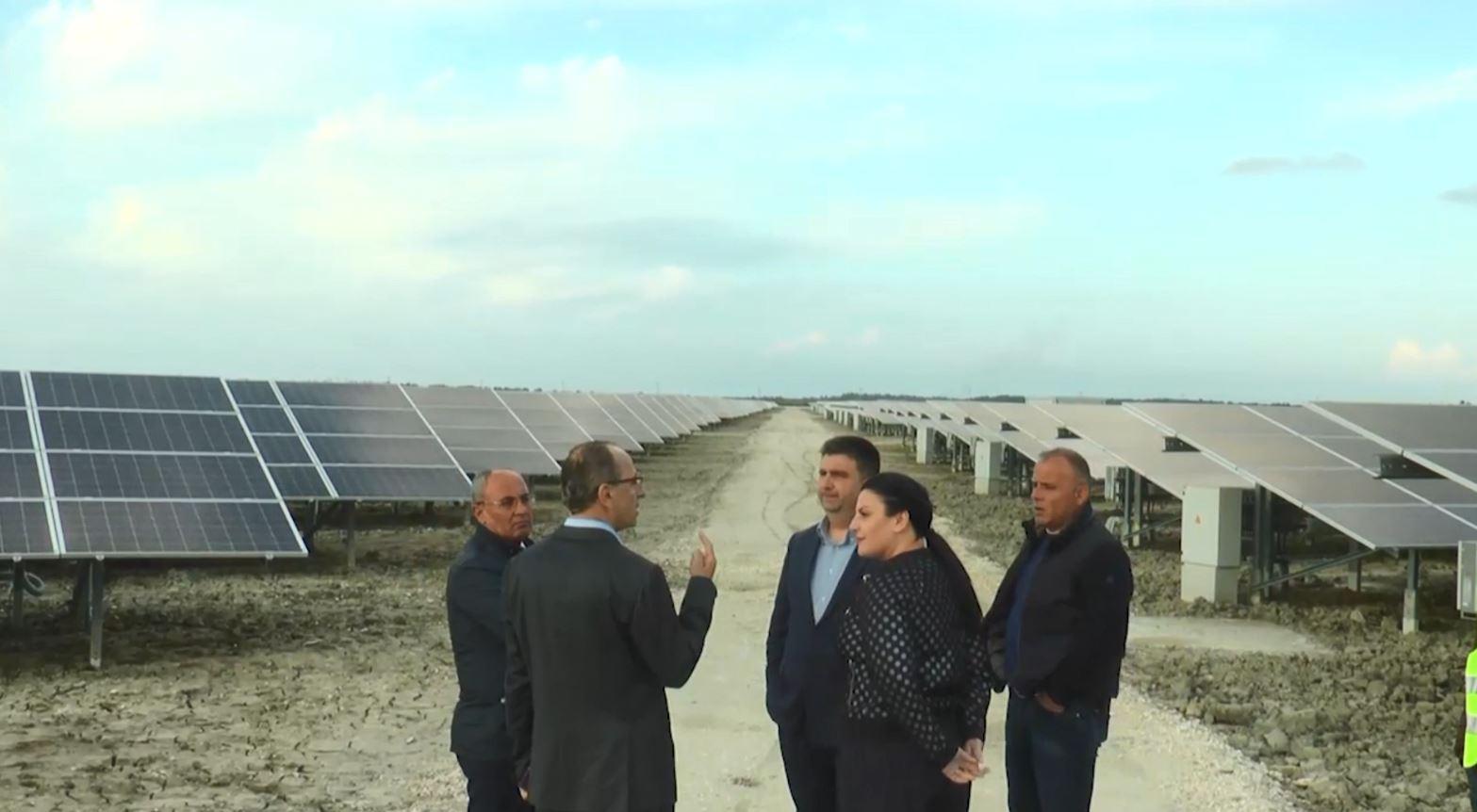 Balluku inspekton Parkun Fotovoltaik në Fier