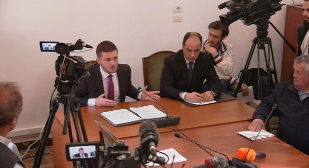 Debat në komisonin e jashtëm për largimin e diplomatëve
