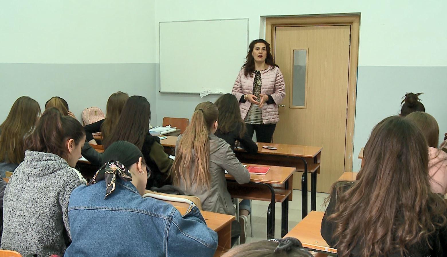 Gjuha shqipe në universitet, flasin studentët dhe pedagogia
