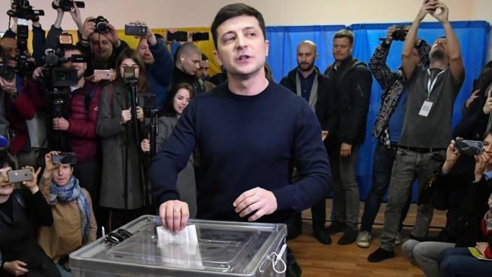 Komediani fiton raundin e parë të zgjedhjeve për President