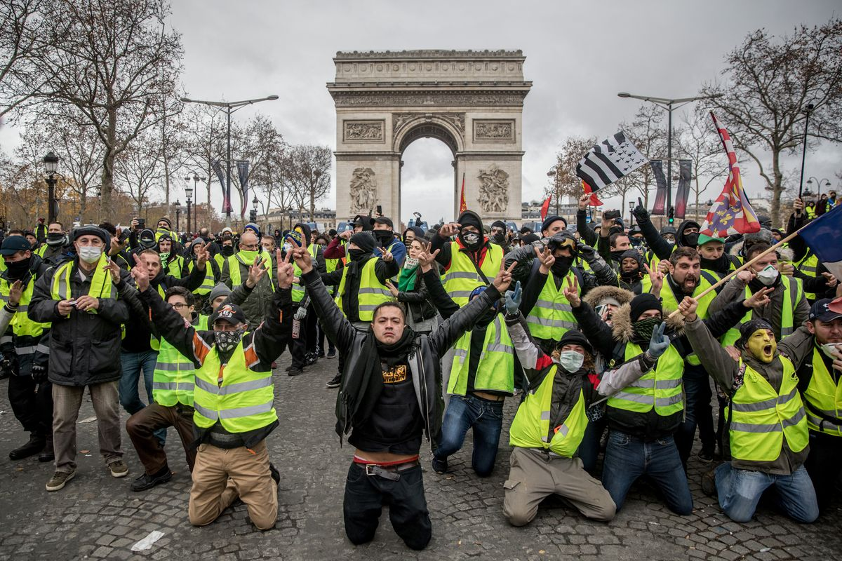 """Policia franceze ndalon """"jelekët e verdhë"""" të protestojnë pranë Notre Dame"""