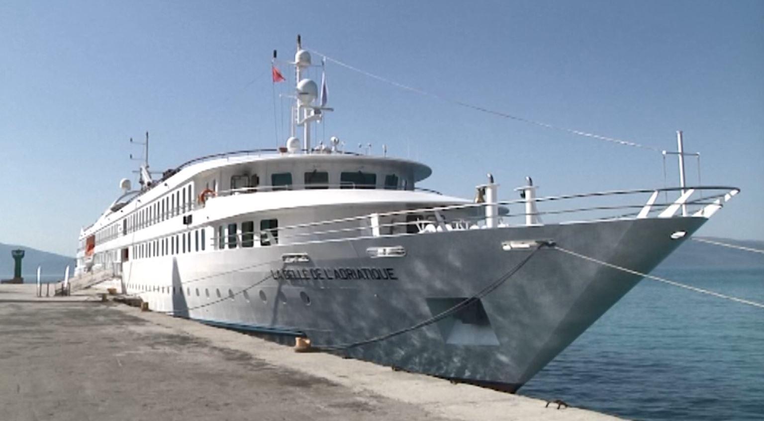Mbërrin në Vlorë kroçera me turistë nga Belgjika, Franca dhe Zvicra