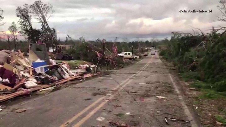Tornado gjunjëzon Alabamën, 23 viktima