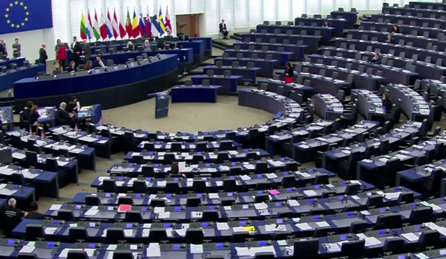 PE voton për procesin e liberalizimit të vizave për Kosovën