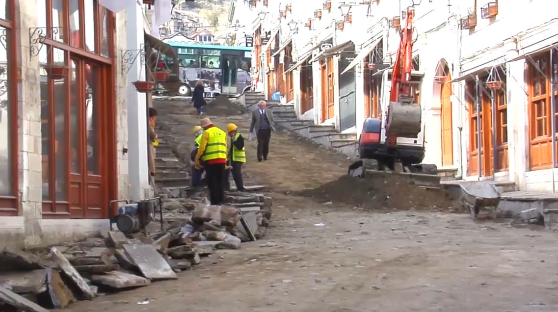 Pazari i Gjirokastrës, këshilltarët bashkiakë: Duam cilësi të punimeve