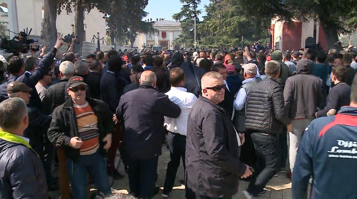 protesta-e-opozites-2.jpg
