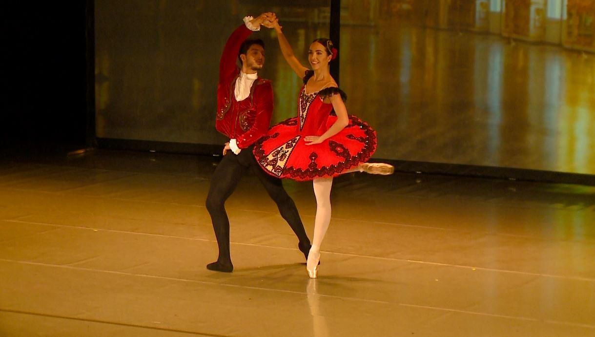 """""""Në majë të gishtërinjve"""", Adela dhe Anxhelo Muçollari realizojnë recitalin e parë"""
