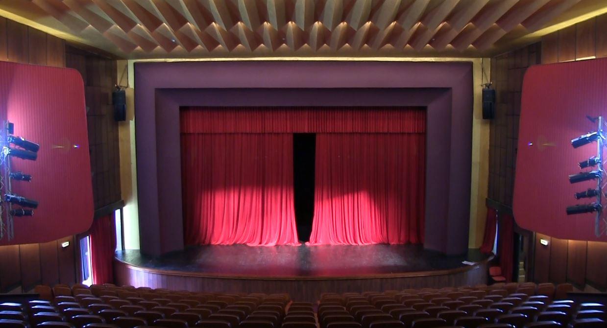 """Fier, teatri """"Bylis"""" hap dyer për publikun"""