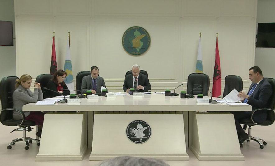 Tre deputetë të PD pranojnë mandatin