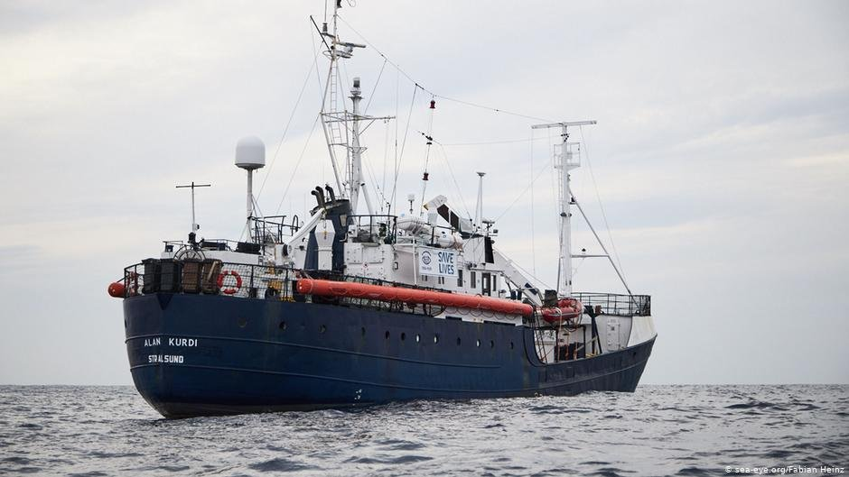 """Emigrantët në anijen """"Alan Kurdi"""" do të ndalojnë në Maltë"""