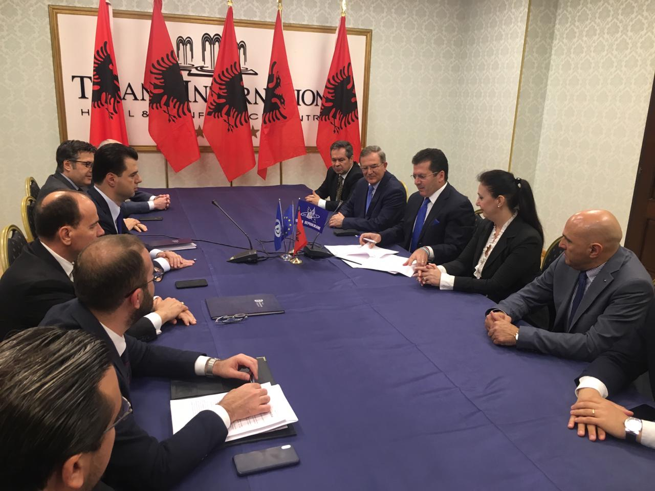 Zyrtarizohet koalicioni opozitar me 8 parti, Basha: Pamundësojmë zgjedhjet fasadë