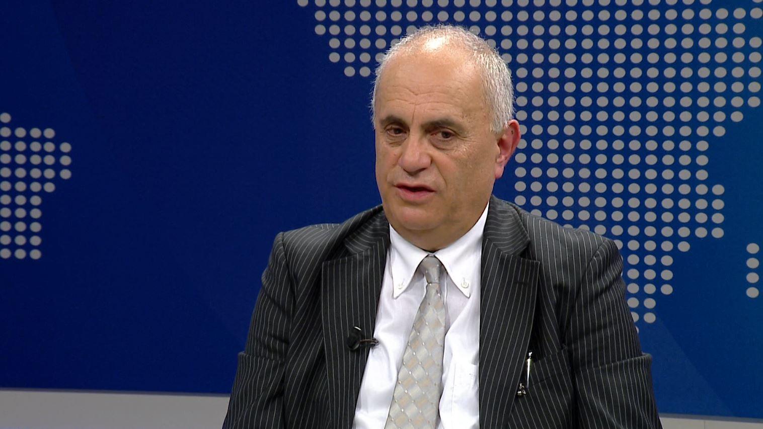 Fuga: Shqipëria drejt çmendurisë, shpëtoni, emigroni, shtrihuni barkaz….