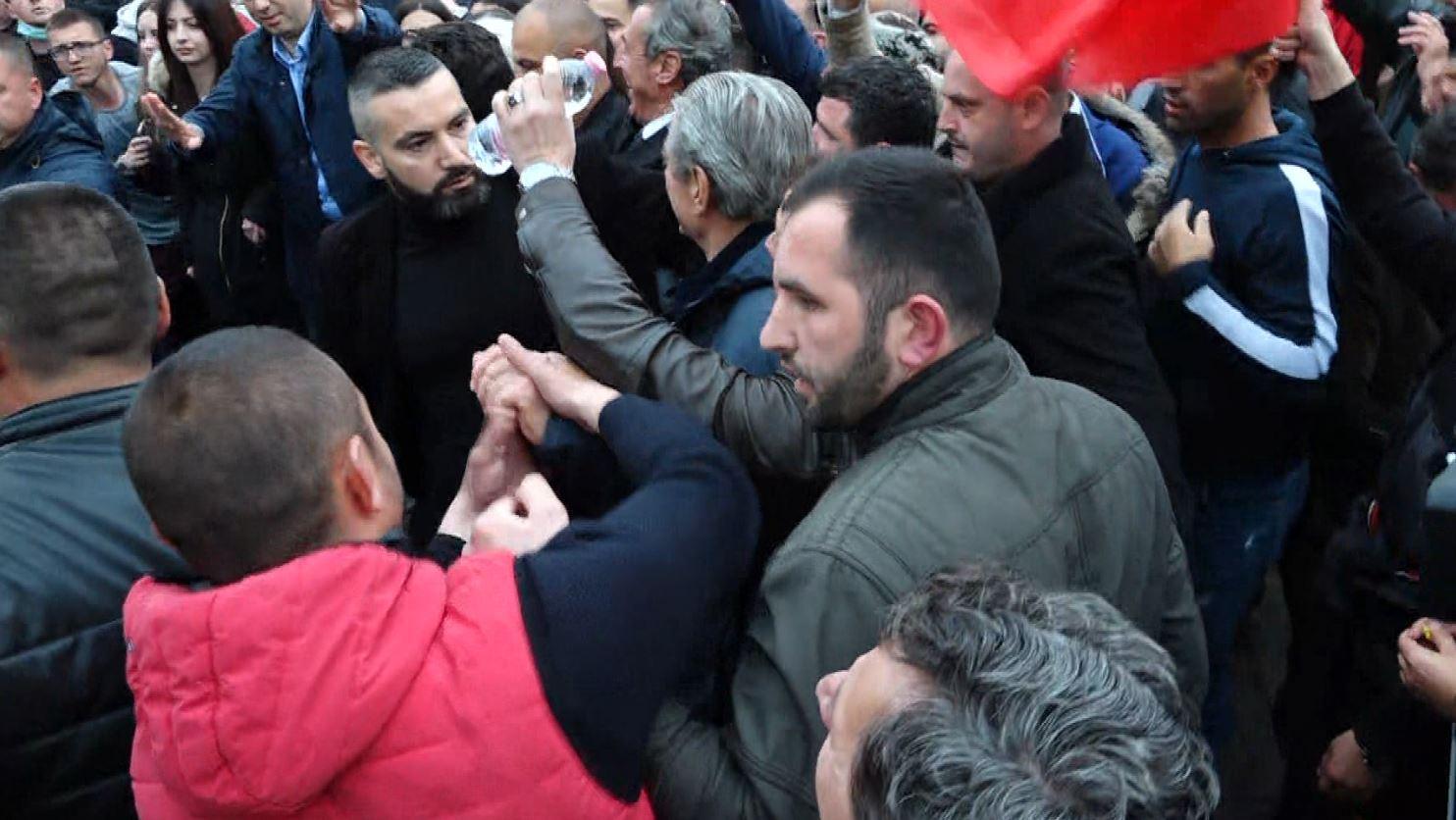 Berisha: Revolucion demokratik dhe mosbindje civile