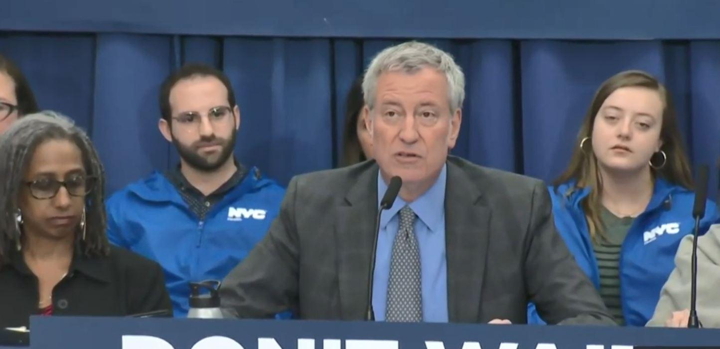 SHBA, kryebashkiaku i Nju Jorkut shpall emergjencën nga fruthi